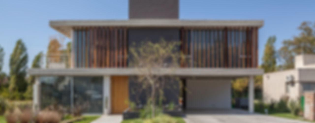 ESTUDIO GEYA Modern Houses