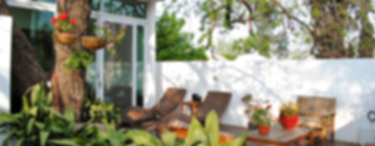 CORTéS Arquitectos Balcones y terrazas de estilo tropical