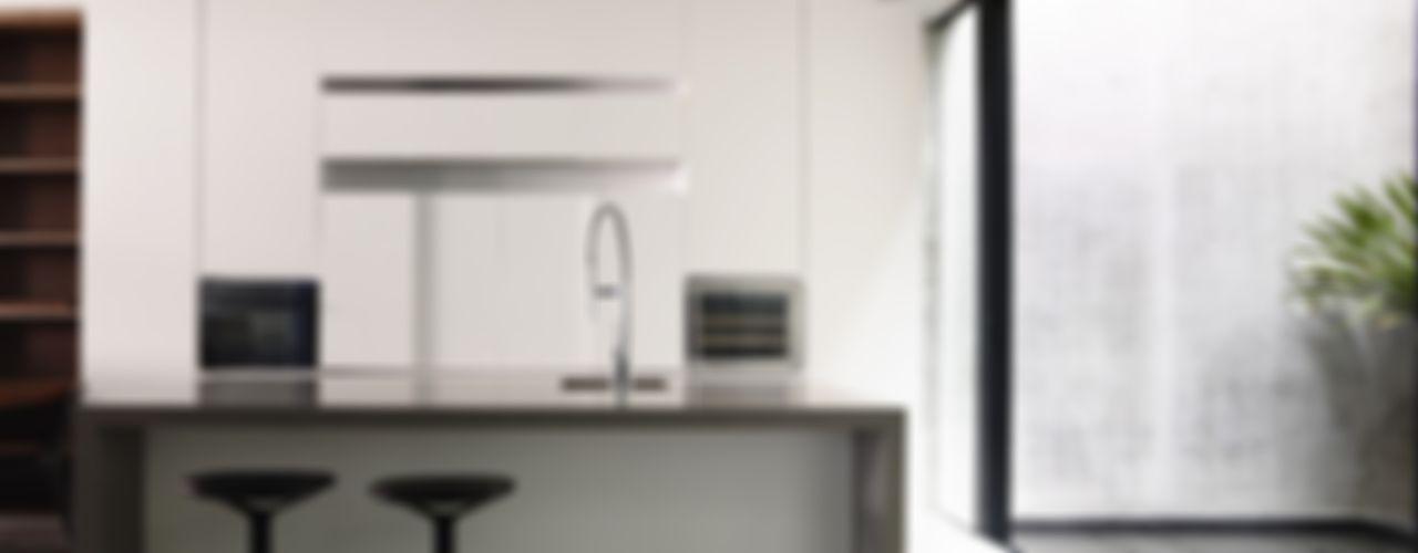 Well of Light HYLA Architects Modern kitchen