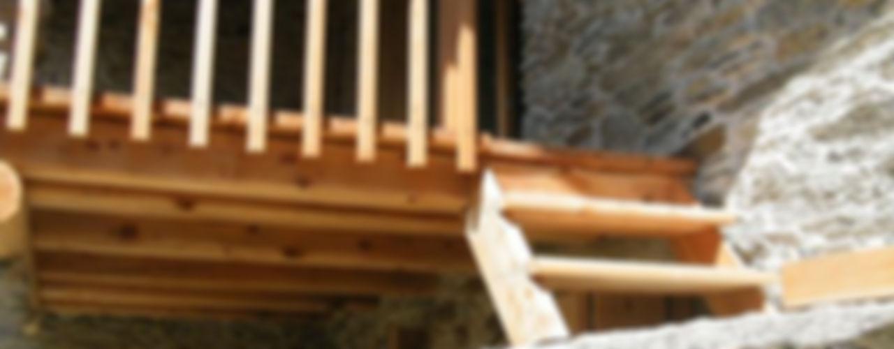 AAT Studio Pasillos, vestíbulos y escaleras de estilo minimalista