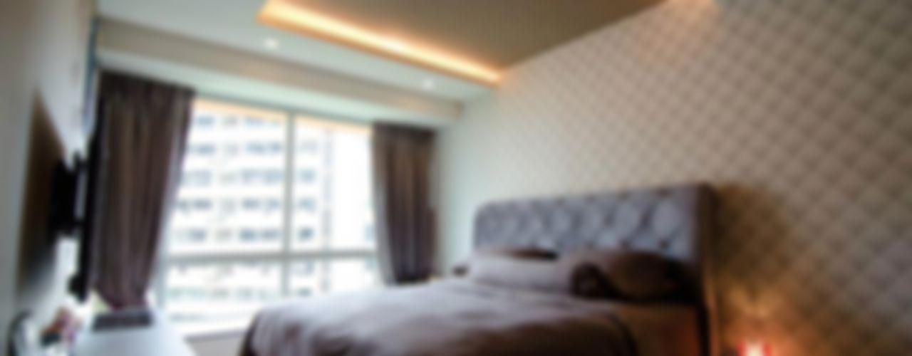 Condominium at Caspian Honeywerkz Спальня в классическом стиле
