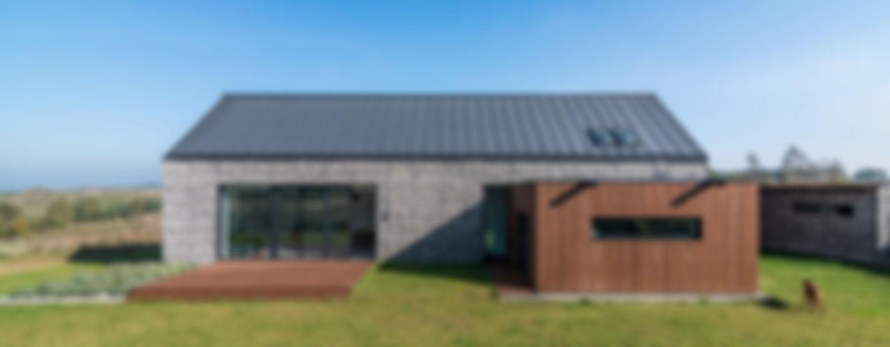 KROPKA STUDIO'S PROJECT Kropka Studio Casas modernas