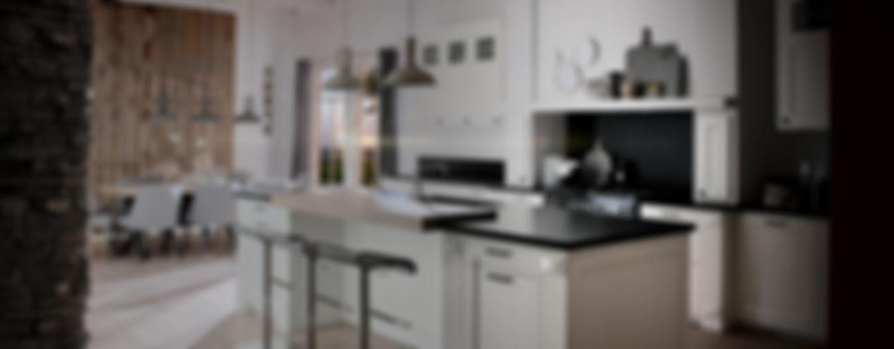 Nieburg Küchen GmbH KitchenCabinets & shelves