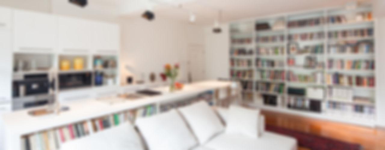 atelier blur / georges hung architecte d.p.l.g. Ruang Keluarga Modern