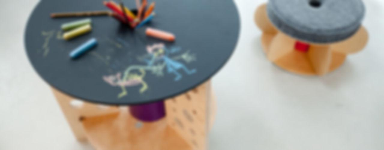Ekologiczny stolik dziecięcy NaNowo Industrial Design Pokój dziecięcyBiurka i krzesła