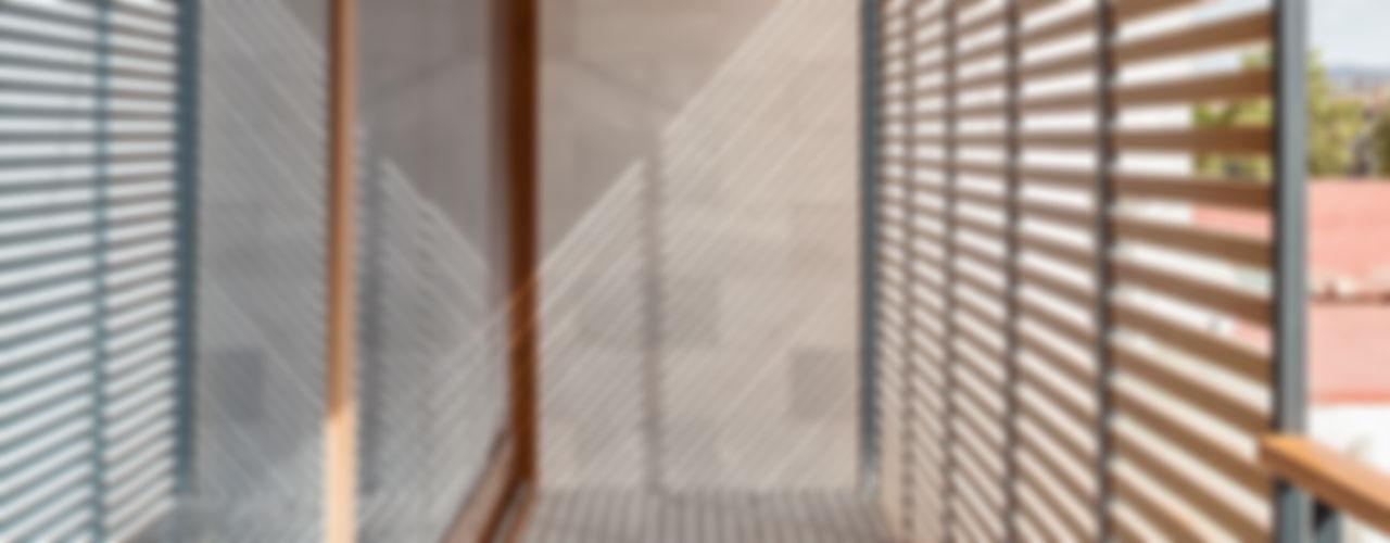 Casa CP Alventosa Morell Arquitectes Balcones y terrazas de estilo minimalista
