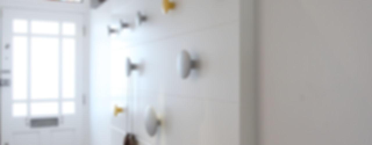 MN Residence deDraft Ltd Pasillos, vestíbulos y escaleras escandinavos