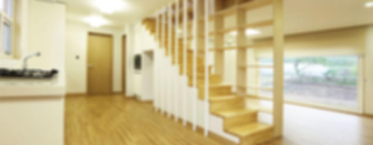 Nemo House, Container Residence thinkTREE Architects and Partners Pasillos, vestíbulos y escaleras de estilo moderno