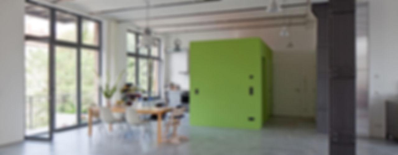 Wohn- und Büroloft studioinges Architektur und Städtebau Minimalistische Esszimmer