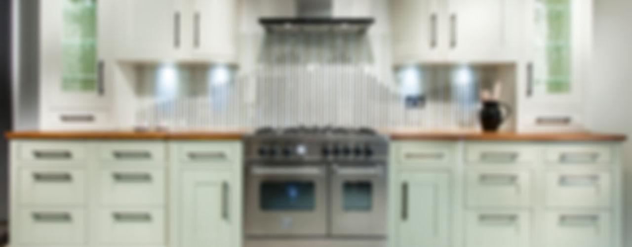Tradition with stripey glass splashback Intoto Kitchens Salisbury Classic style kitchen