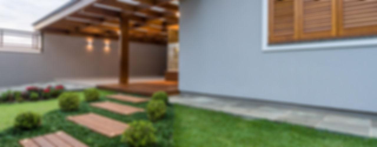 Plena Madeiras Nobres Garage/Rimessa in stile moderno