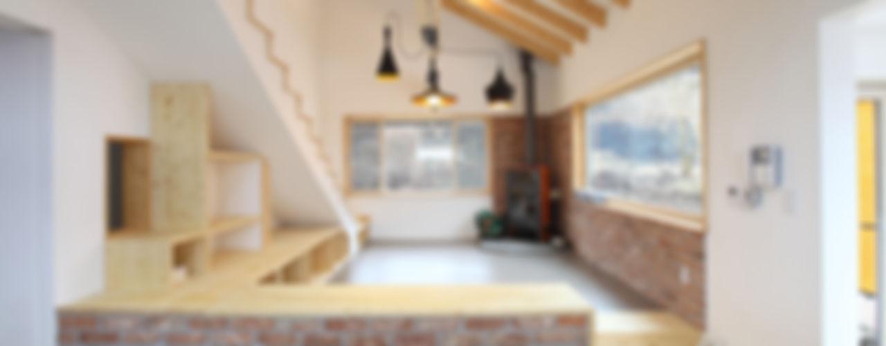 산아래 자리한 한가족의 CASTLE 주택설계전문 디자인그룹 홈스타일토토 모던스타일 거실