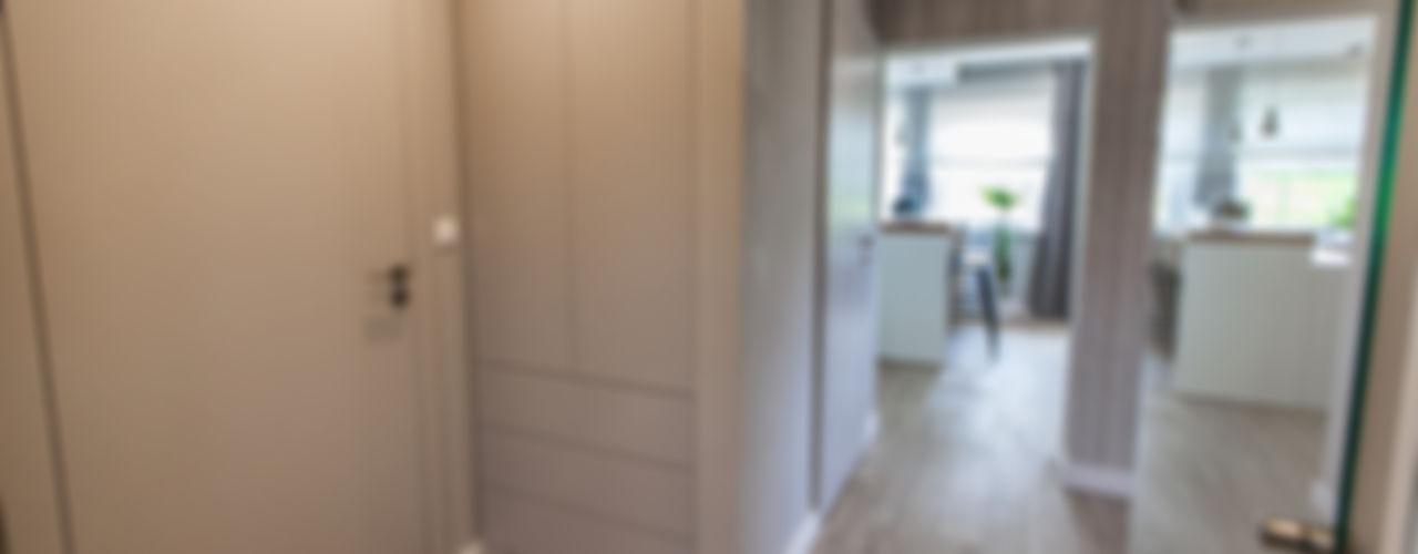 Wnętrze domu, Bestwina TIKA DESIGN Nowoczesny korytarz, przedpokój i schody