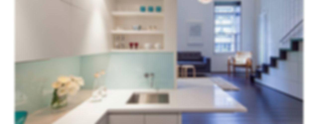 Manhattan Micro-Loft Specht Architects Modern style kitchen