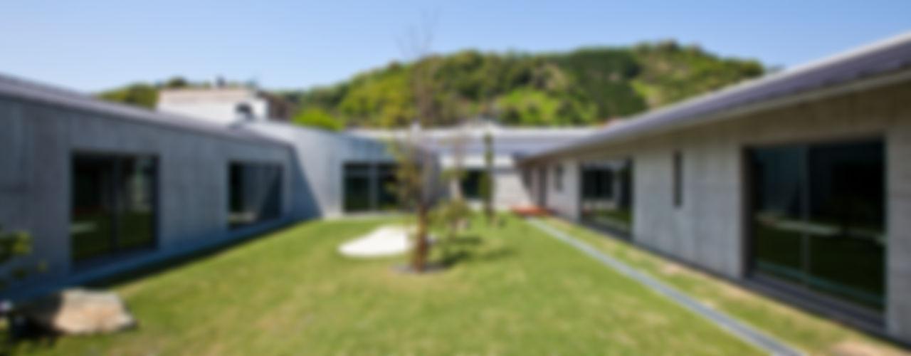 AH2 依田英和建築設計舎 モダンな庭