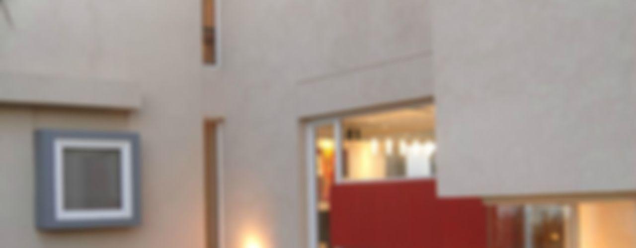 Ramirez Arquitectura Casas de estilo minimalista Vidrio Rojo