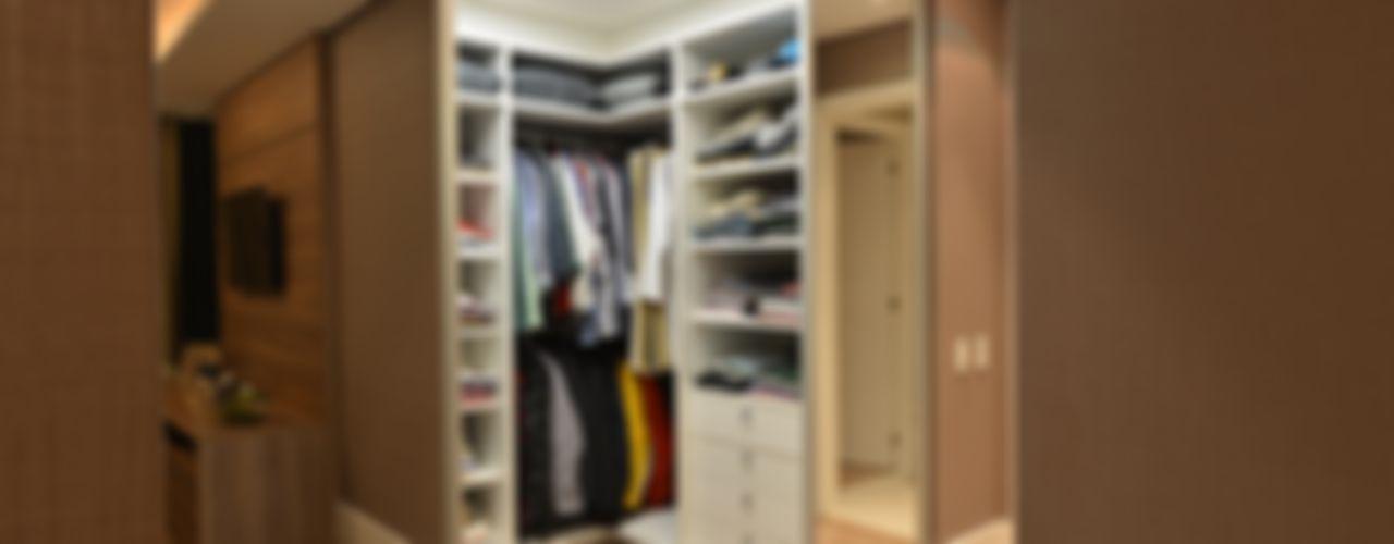 ANNA MAYA ARQUITETURA E ARTE Modern Dressing Room Wood Beige