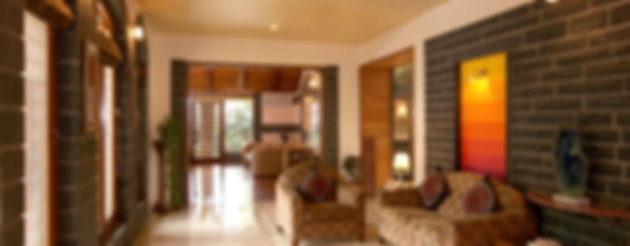 Residence Sangeeta Kumar Consultants Asian style corridor, hallway & stairs