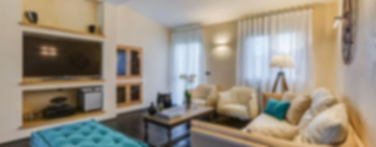 OPEN SPACE IN VILLA Erina Home Staging Soggiorno classico