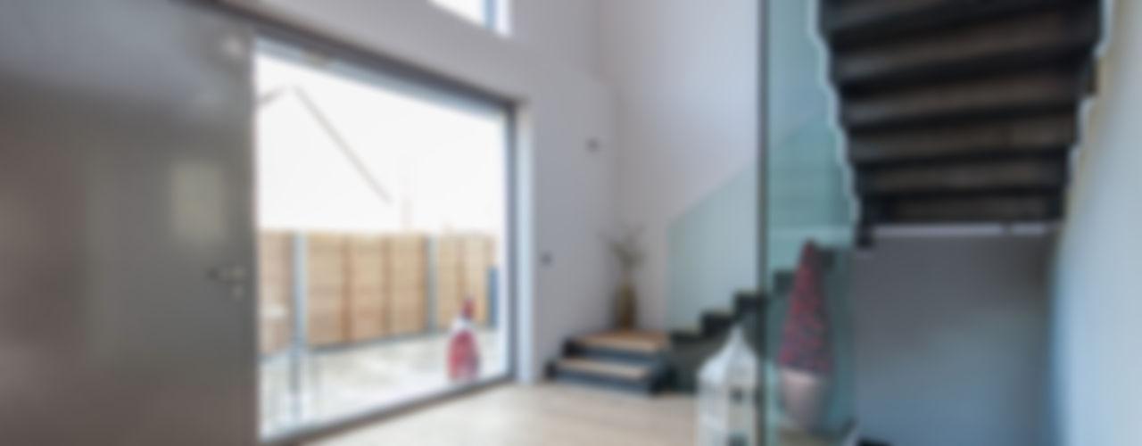 Villa S BESPOKE GmbH // Interior Design & Production Moderner Flur, Diele & Treppenhaus