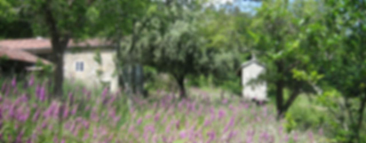 Rehabilitación de vivienda rural tradicional en Negreira - Brión Ezcurra e Ouzande arquitectura Jardines de estilo rural