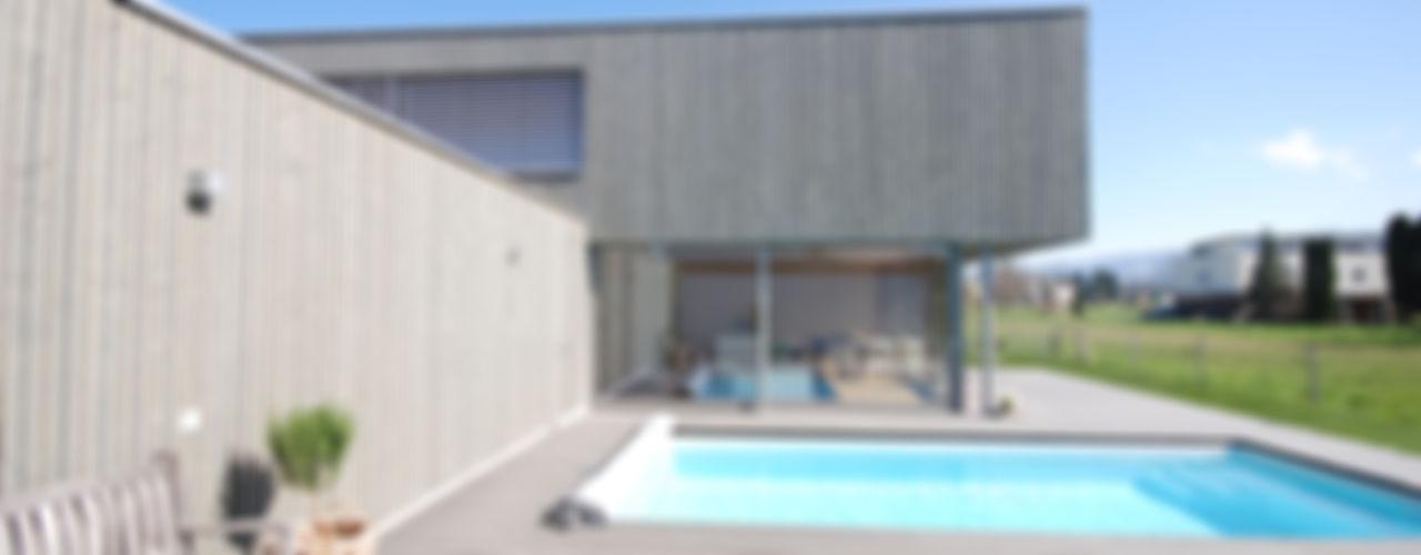 Haus mit Pool statt Garten schroetter-lenzi Architekten Moderne Pools