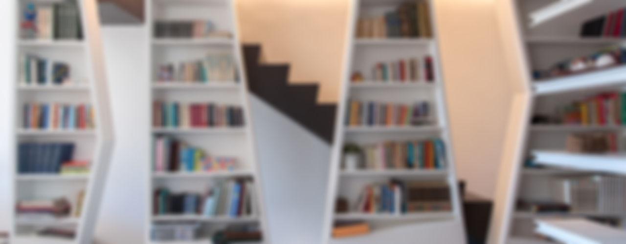 2bn architetti associati Couloir, entrée, escaliers modernes