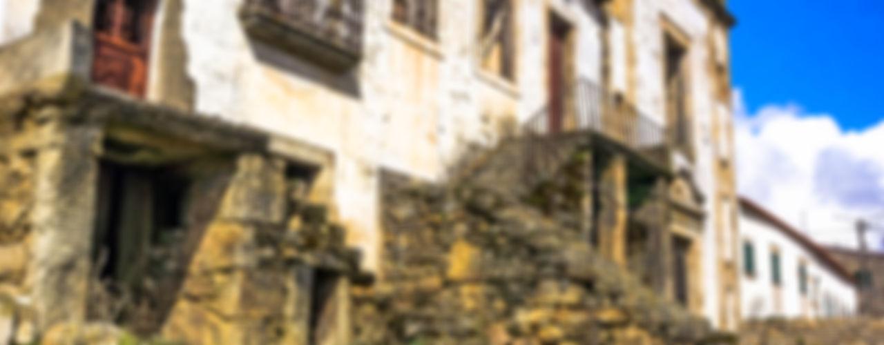 David Bilo   Arquitecto Case in stile rustico Pietra Bianco