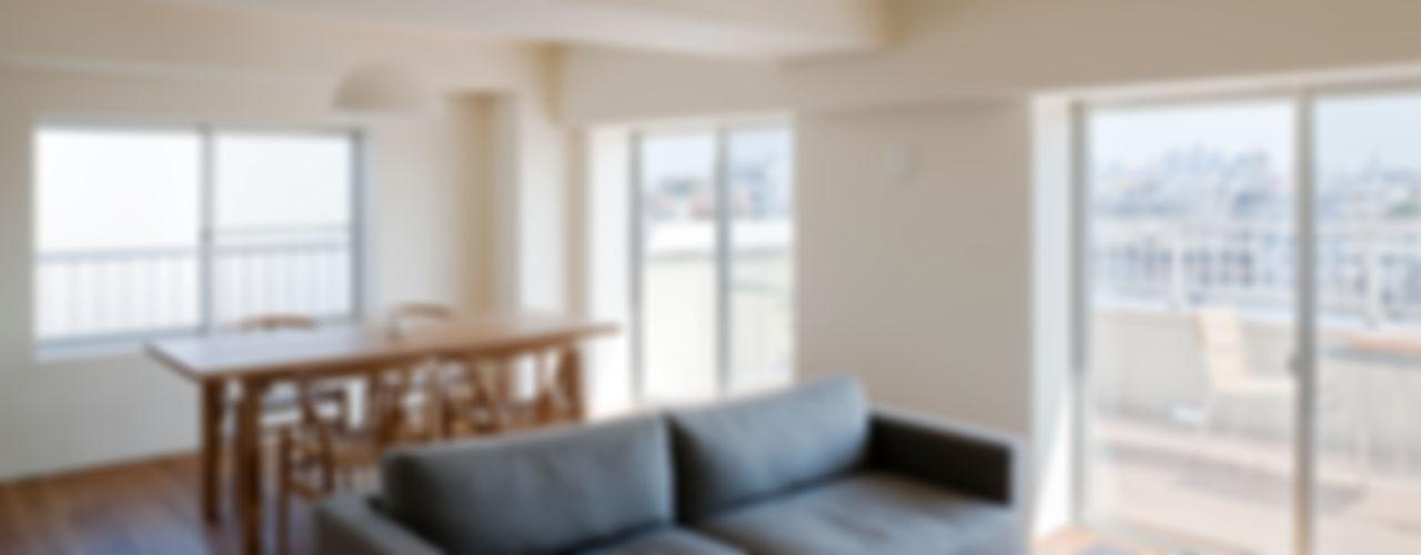 本城洋一建築設計事務所 Living room Solid Wood White