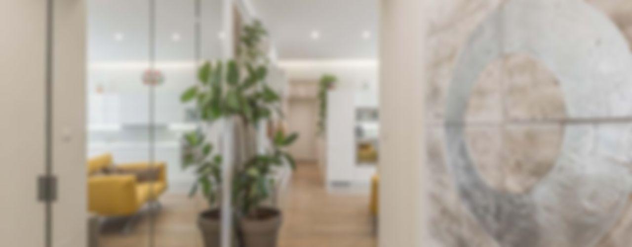Ristrutturazione appartamento Bologna, Stazione Centrale Facile Ristrutturare Ingresso, Corridoio & Scale in stile moderno