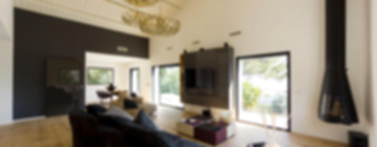 Ristrutturazione soggiorno di villa a Cannes, Costa Azzurra MBquadro Architetti Soggiorno moderno