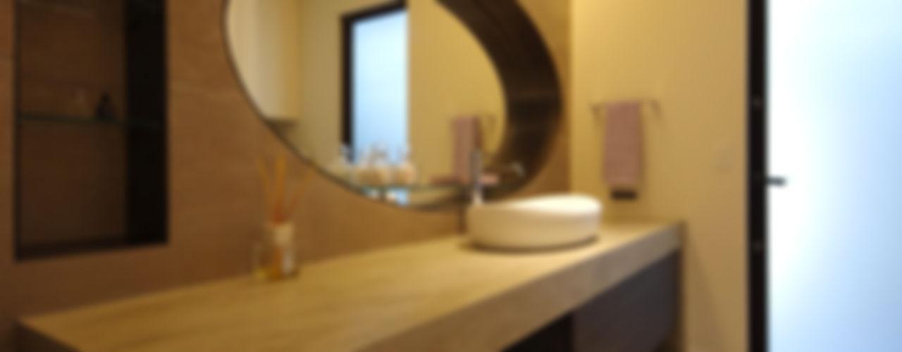 株式会社seki.design Baños de estilo moderno