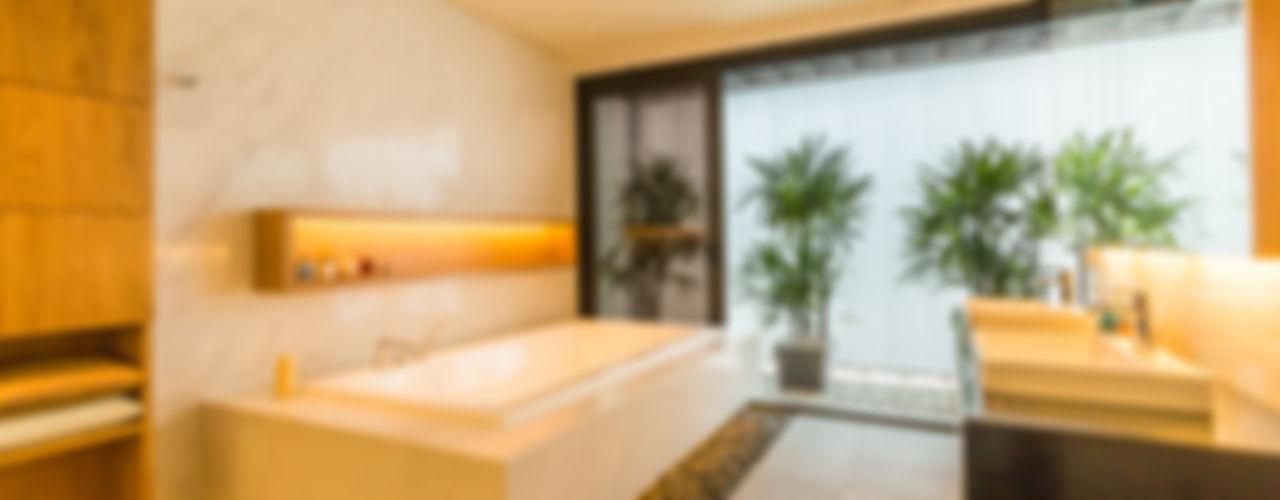 MJ Kanny Architect Baños de estilo moderno