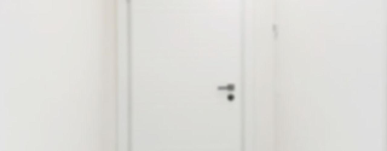 Installazione portoncino blindato e porte interne in legno Finextra Porte in legno Legno massello Bianco