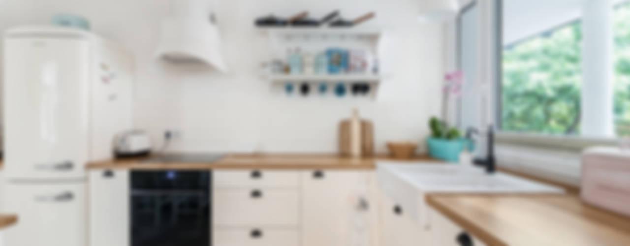 9 beispiele wie regale mehr ordnung in die k che bringen. Black Bedroom Furniture Sets. Home Design Ideas