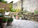 Outdoor - Terrasse mit Beet-Trocksteinmauer und Steinboden:  Terrasse von raumatmosphäre pantanella