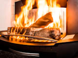 L'insert-ouvert dans une cheminée classique:  de style  par Finoptim