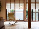 上げ下げ障子でリノベーション: T設計室一級建築士事務所/tsekkeiが手掛けたリビングです。