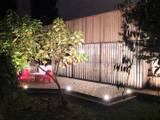 Extension bois à Tresses: Terrasse de style  par Plus Architectes