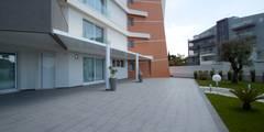 Casa L: Giardino in stile in stile Moderno di Laboratorio di Progettazione Claudio Criscione Design