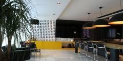Apartamento AZ: Salas de jantar minimalistas por Studio Zaav