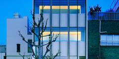 改装後のファサード: UZUが手掛けたオフィススペース&店です。