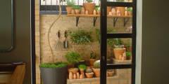 PEQUENO JARDIM APARTAMENTO TÉRREO. SÃO PAULO.BRASIL: Jardins modernos por Línea Paisagismo.Claudia Muñoz