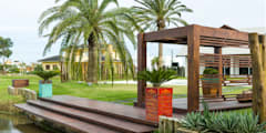Jardines de estilo moderno por Plena Madeiras Nobres