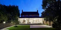 Sophie Nguyen Architects Ltd: modern tarz Evler