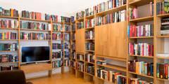 Bücherregal für Bücherwürmer!:   von Schreinerei Haas Mathias