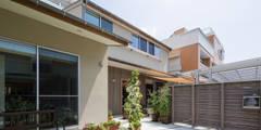 横浜の二世帯住宅 外観: 【快適健康環境+Design】森建築設計が手掛けた家です。