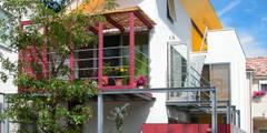 ミモザの木から発想した家: ユミラ建築設計室が手掛けた家です。