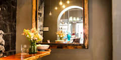 Pasillos, vestíbulos y escaleras de estilo  por MADRE VETA