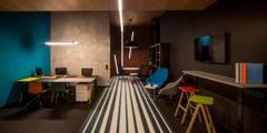 BROVARNA4 SHOWROOM: styl , w kategorii Przestrzenie biurowe i magazynowe zaprojektowany przez INSPACE